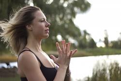 Professeur de Yoga Montréal en entreprise ou à votre résidence